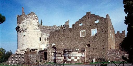 mausoleo cecilia metella e castrum caetani sull'appia antica